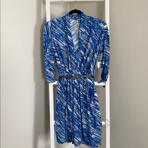 Anne Klein blue and white patterned v-neck dress